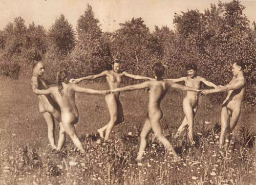 nudists_dancing